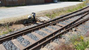 Selbstgebauter Weichenbock an der Doppelweiche, Besonderheit: er ist 90° zum Gleis gedreht