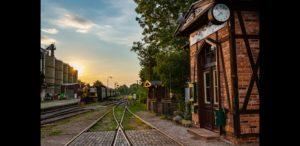 Bahnhof in Abendsonne, August 2020, Foto: Oliver Schaer